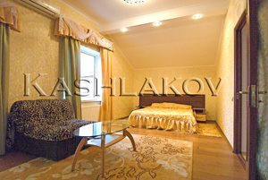 1 комнатная квартира в Ялте на 4-м этаже со своим двором