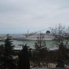 Вид на море - морской порт - аренда квартиры в Ялте