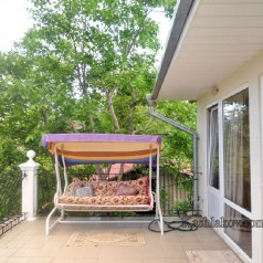 Дом в Ялте - качели