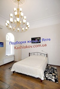 Ялта, гостиница, номер с высокими потолками