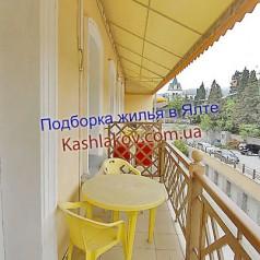 Балкон гостиницы в Ялте
