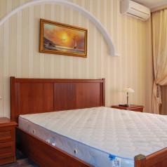 Спальня в апартаментах Ялты